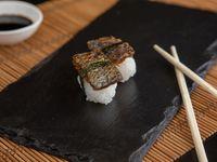 Niguiris de salmón skin (2 piezas)