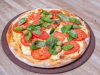 30 - Pizza capresse con muzzarella, tomate  y albahaca fresca