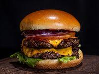 Burger La Cosa con papas fritas