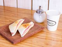Cafe grande 473ml + tostado de miga jamon Y queso
