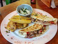 Promo - Quesadilla de pollo + papas fritas + guacamole