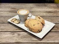 Cafe con leche o capuccino + cookie