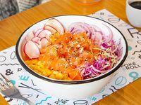 Poke bowl con salmón