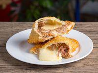 59 - Empanada de queso y carne mechada
