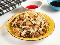 Chow Fan con Camarón y Pollo Desmenuzado