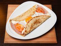 589 - Panqueque de gruyere untable, jamón cocido, tomate y huevo