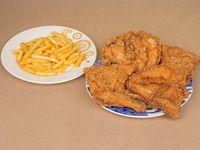 Un Pollo Frito con Papitas