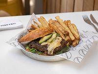 Hammburguesa Nueva! con papas bastón al horno