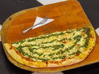 Pizza Mitad Pollo Pesto