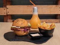 Chicken Sándwich + Papas + Bebida