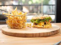 Bam-bam burger con papas fritas