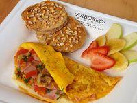 Desayuno con Omelette y Pancakes
