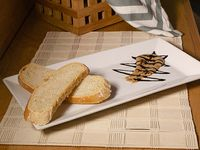 Pan con Mantequilla de Ajo Negro