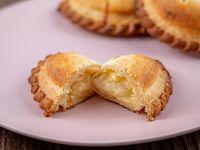 42 - Empanada de queso y cebolla