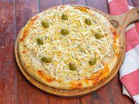 Pizza muzzarella con huevo rallado
