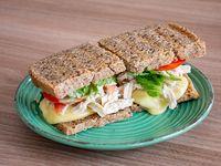 Chicken cheese sándwich