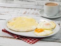 Desayuno #1 - Bebida caliente + Huevos al gusto + Arepa con queso