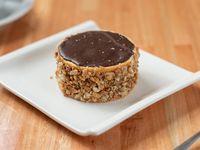 Alfajor de chocolate con maní