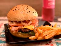 Burger Home + Cascos de Papas + Gaseosa 250 ml