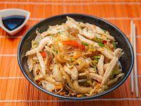 Chow mifen de pollo