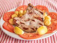 Costillitas de cerdo con papas fritas
