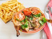 Pollo grande entero con papas fritas (comen 4)