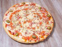 12 - Pizza muzzarella especial con provolone y panceta ahumada