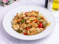 Pollo con verduras salteadas