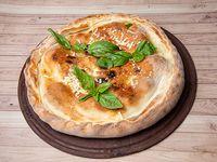 2 - Pizza rellena de jamón cocido y muzzarella (4 personas)