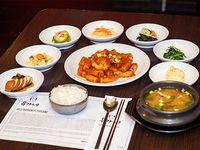 Combo 3 - Topokki + arroz + 7 banchan (guarniciones) + sopa de soja coreana