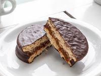 Alfajor de chocolate negro