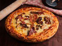 Pizza con pollo, choclo y panceta