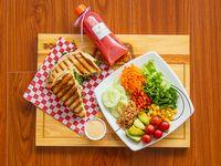 Panini de Pollo + Ensalada de Vegetales + Batido
