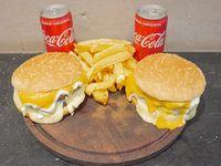Promo para 2 - 2 Hamburguesas 4 quesos al Parmetto + Papas fritas con cheddar + 2 Coca Cola 220 ml