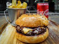 BBQ Cheese Burger + bebida lata 220 ml o Papas Fritas