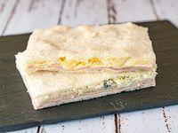 Sándwich de miga triple especial