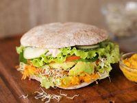 Sándwich clásico de pan pita masa madre
