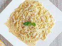 Espagueti con Pollo en Salsa Bechamel