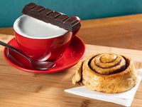 Promo hecho a mano - Chocolate con leche caliente (barra 100 g) + roll de canela casero