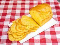 Pan de maiz cortado en rodajas