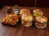 Combo 4 - 4 hamburguesas con fritas + Coca Cola 2 L o cerveza 1 L +extra de aros de cebolla, o rusticas + 2 postres