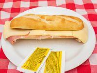 Panini de jamón crudo y queso