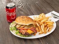 Promo - Hamburguesa tradicional  XL + papas fritas + bebida Coca Cola en lata 330 ml