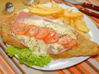 Milanesa de carne o suprema de pollo a la napolitana con guarnición