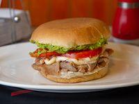Sándwich de lomo en pan frica