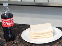 Promo 5 - Sándwich rectangular de miga por 3 de jamón y queso + Coca-Cola 600 ml