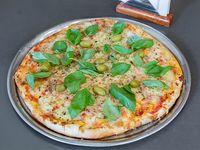 Pizza con jamón crudo, rúcula