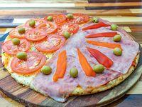 Promoción - 1/2 Pizza napolitana (6 porciones) + 1/2 Pizza con jamón y morrones (6 porciones)