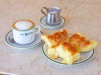 Cafe con leche con 3 medialunas