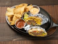 2 Burritos de pollo pastor + totopos bañados en cheddar fundido